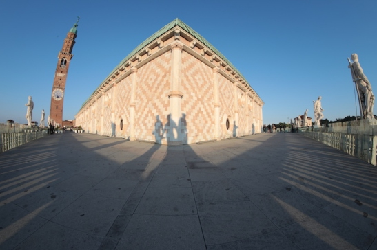 Ampelio Basilica 966A6557.JPG
