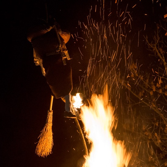 Valentina Toffoli giocoliera del fuoco